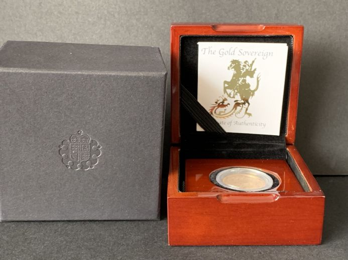 2013 Full Gold Sovereign in a  Luxury Wooden Case